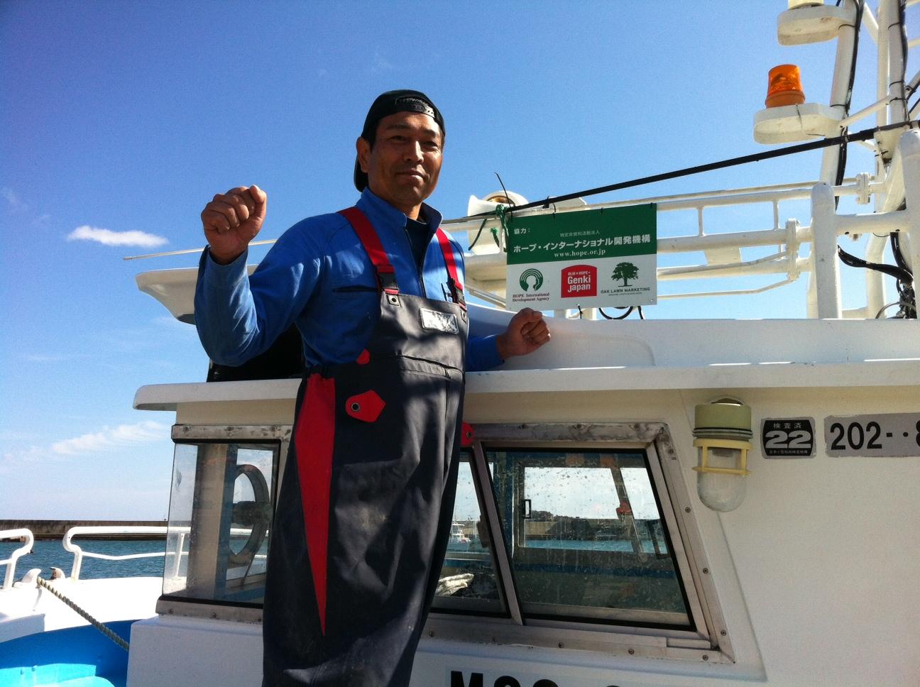 漁師さんと船.JPG